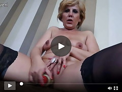 Fairy full-grown courtesan MILF jerking off on the bed