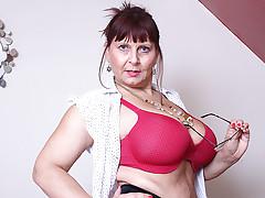 Giant Breasted British Seasoned Lady Getting Astonishingly Sexual - MatureNL