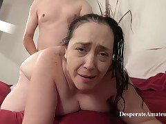 Insatiable granny, Liza was hopeless for a advisable fuck, so this babe invited a younger guy over