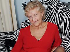 British Aged Showing Off Her Goods - MatureNL