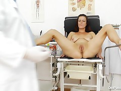 Cunt Dzamila looks excellent for her age but this chick still wishes to make sure that's she's in a excellent condition so this chick visit her local doc. The doc asks her to take your clothes off and take a sit on the gynecology table. There, this boy ga