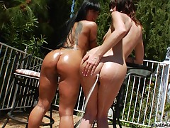 Mahina and Sasha are not two non-kinky lesbians. They love to fuck per other when they can and they get pleasure to do it in their own style. Do u ever fantasize about sweaty chicks, rubbing oil on per other in blazing sun or act the wildest things, just