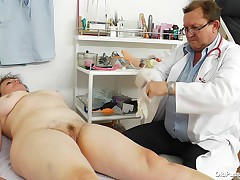 Marsa is an old wench that come to her doc for a entire examination. The doctor measure her and then asks the bitch to lay on her in the past with her legs spread. This chab embarks on to check out her muff likewise and gapes that tight, hairy snatch. Dam