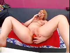 MLF Blonde whit 2 toys