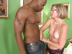 Southern MILF Suz Gets Shady Dong