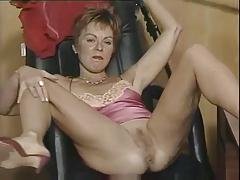 FINE ASS MATURE WOMAN