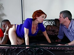 If real-life scenarios turn u on, don't hesitate to click! A boobsy redhead ripe adores to pose in the garden, showing her titties with sheer generosity. Once inside in the bedroom, the hot slut has the occassion to participate mesmerizing moments in the