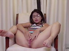 Chinese Babe Fingers Her Cunt Until Giant Squirting Peak of pleasure (kylie Ng)