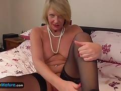 Europe Ripe cougar Amy appliance getting pleasure